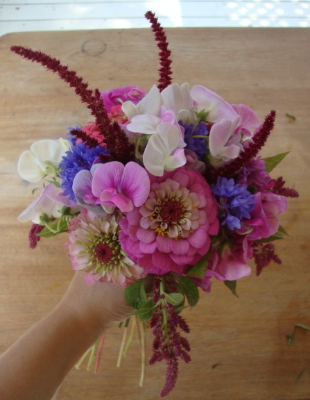 DIY flowers | DIY hand-tied bouquet | pink and purple wedding bouquet | how to arrange your own summer wedding flowers