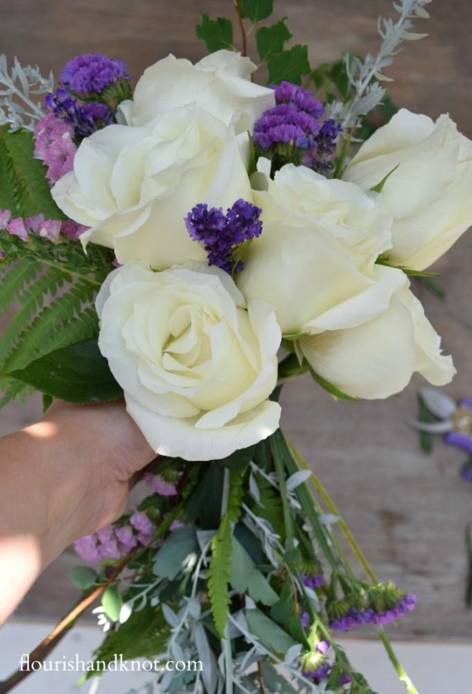 How to arrange a cascade bouquet | flourishandknot.com