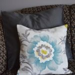 A simple and easy-to-sew cushion cover | flourishandknot.com
