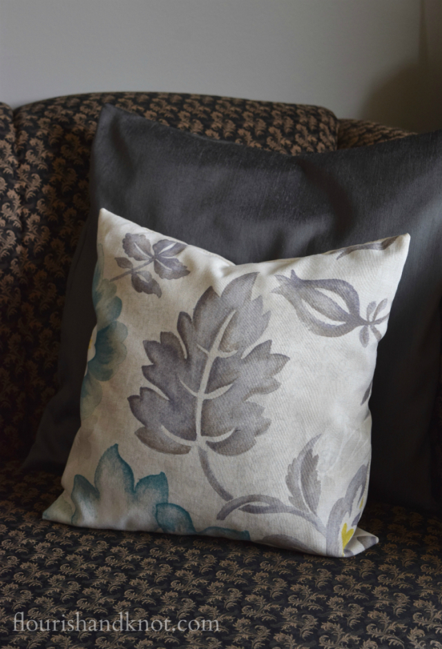 An easy-to-sew cushion cover | flourishandknot.com