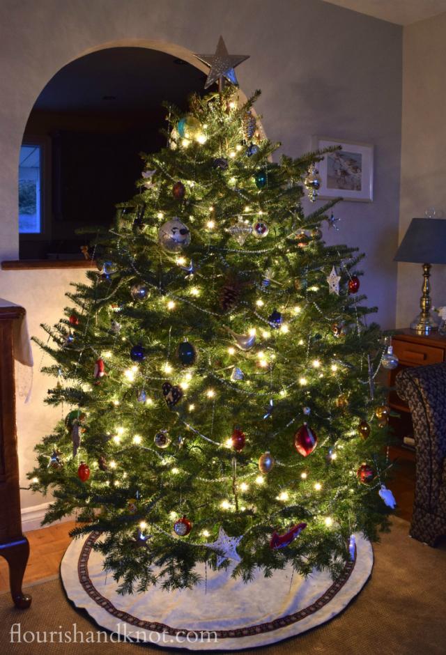 Flourish & Knot's 2015 Christmas Tree: Classic, Vintage, Artistic | flourishandknot.com
