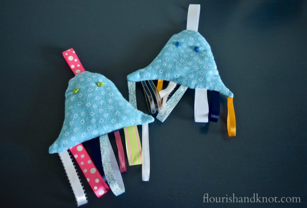 How to make a jellyfish tag toy | Handmade baby shower gift | flourishandknot.com