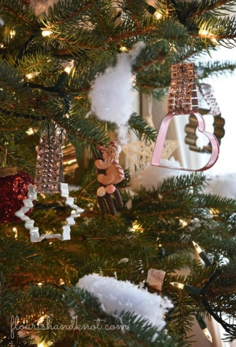 Cookie cutter ornaments | 7 (Unbelievably) Simple Holiday Decor Ideas | Easy Christmas Decor | Vankleek Hill Christmas Home Tour | flourishandknot.com