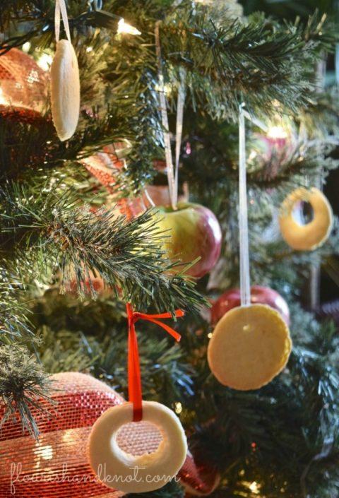 Edible ornaments | 7 (Unbelievably) Simple Holiday Decor Ideas | Easy Christmas Decor | Vankleek Hill Christmas Home Tour | flourishandknot.com