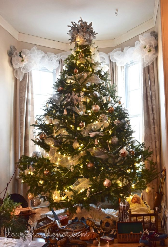 Beautiful traditional Christmas tree | Traditional & Classic Christmas Decor | 3 Inspiring Ways to Decorate for Christmas