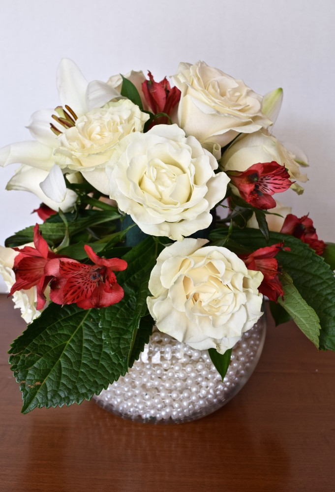 A DIY Holiday Floral Arrangement (that only LOOKS hard to make!)   DIY Christmas Centrepiece Tutorial   flourishandknot.com