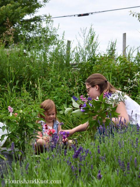 How to make a hand-tied bouquet   Wild Bouquet   Les Jardins de Frieda Bella   Flourish & Knot
