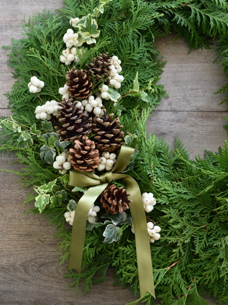 Book your spot for one of Flourish & Knot's holiday wreathmaking workshops! | DIY wreathmaking workshop