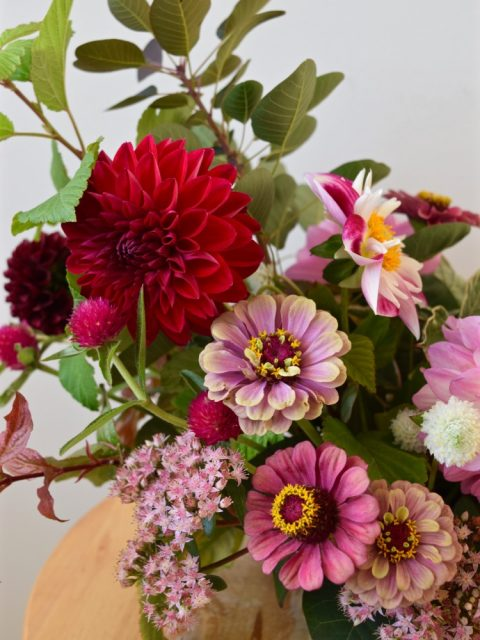 Dahlias and zinnias | Fall centerpiece | Canadian Flowers Week | Flourish & Knot Workshop