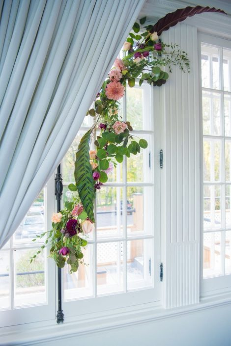 Foam-Free Floral Window Decor | Fall Wedding Montreal | Fall Wedding Inspiration | Auberge Willow Inn Wedding | Flourish & Knot | Dahlia Centerpiece | Floral Installation | Purple and Coral Wedding