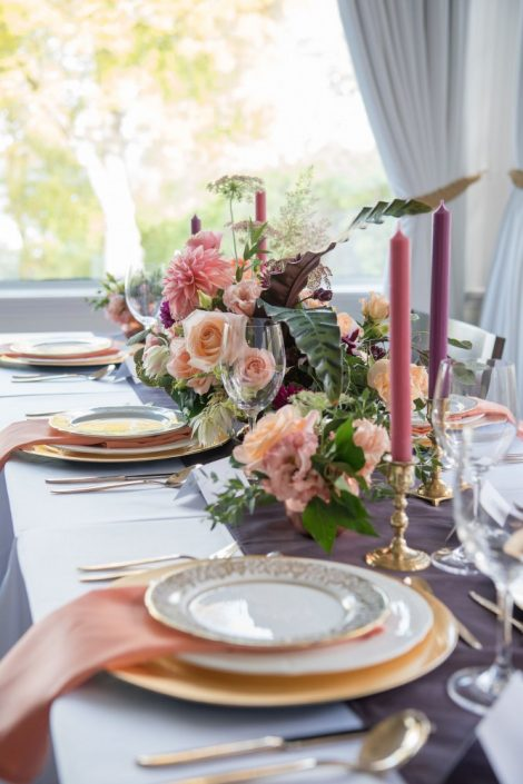 Purple, peach, and coral Wedding Table | Fall Wedding Montreal | Fall Wedding Inspiration | Auberge Willow Inn Wedding | Flourish & Knot | Dahlia Centerpiece | Floral Installation | Purple and Coral Wedding