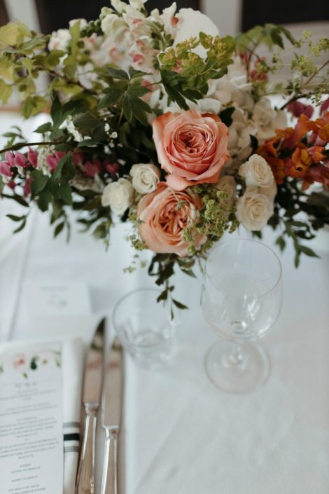 Spring centrepiece with Kahala coral roses, bleeding heart, white hydrangea, and greenery at the Auberge Willow Inn | Flourish & Knot | Montreal wedding florist | Photo by Naomie Houle | Auberge Willow Inn Wedding