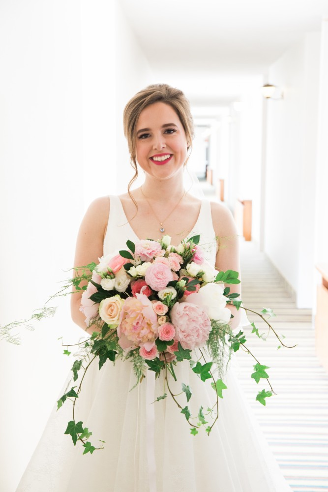 Elegant summer wedding with pink peony and rose bridal bouquet | Photo by Cassandre Poblah | Hotel Mont Gabriel Wedding