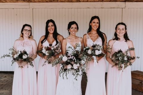 Bridal party in blush and burgundy with wildflower organic bouquets | Photo by Andréanne Thériault