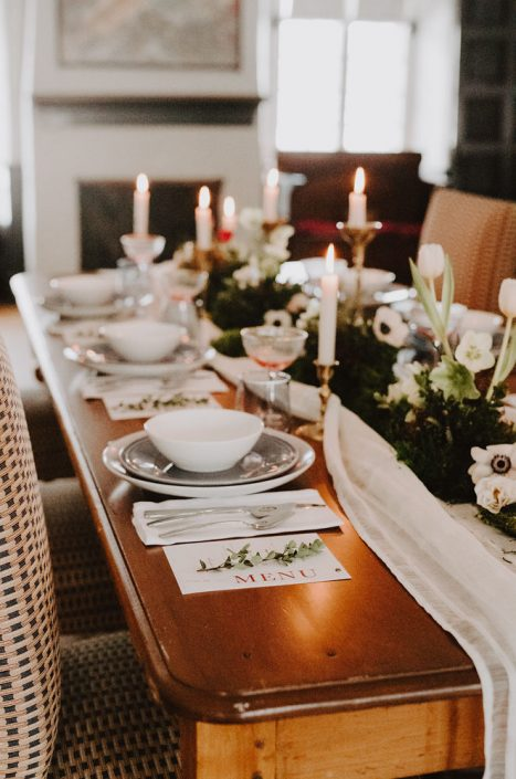 Winter wedding table with moss and floral garland | Foam-free table garland with moss, orchids, anemone, hellebore | Table Setting by Gestion de Projet MVCo | Florals by Flourish & Knot | Photo by Photographie M'Vivre | Stationery by Charlotte et Cie | Maison Trestler