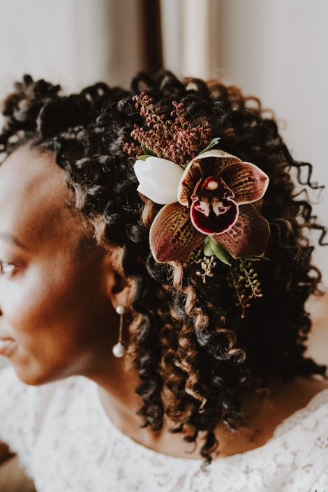 Bridal hair comb with cymbidium orchid, tulip, and pieris in burgundy, brown, and white | Florals by Flourish & Knot | Photo by Photographie M'Vivre