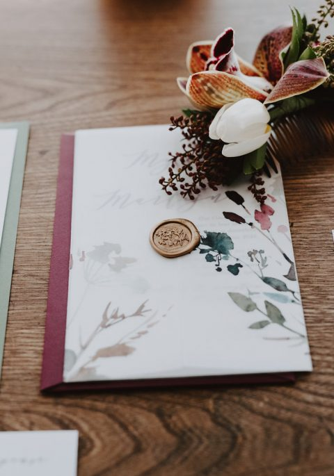 Winter wedding with burgundy, cream, and green palette | Floral Stationery by Charlotte et Cie | Floral Hair Comb by Flourish & Knot | Photography by Photographie M'Vivre | Maison Trestler