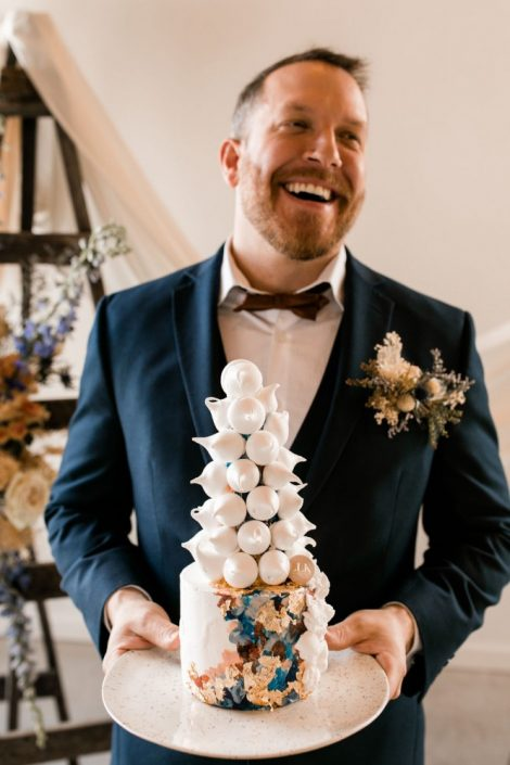 Groom with floral pocket square using dried and fresh flowers | Fine-art, hand-painted wedding cake | Flourish & Knot