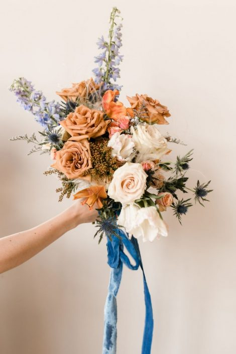 Bridal bouquet in terracotta, blush, and blue with toffee roses | Fine-art wedding editorial in terracotta and blue | Flourish & Knot | Photos by Kerstin Hahn