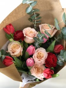 Medium Valentine's Day bouquet delivery Montreal | Bouquet de Saint Valentin Montreal